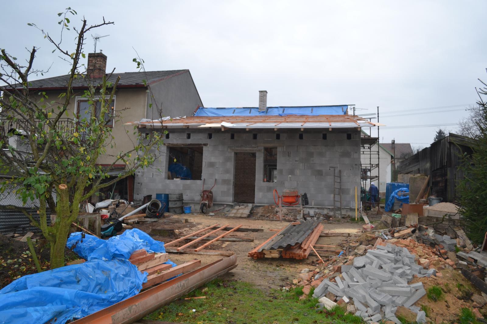 Domeček rekonstruujeme pro rodiče - už nám tam neprší