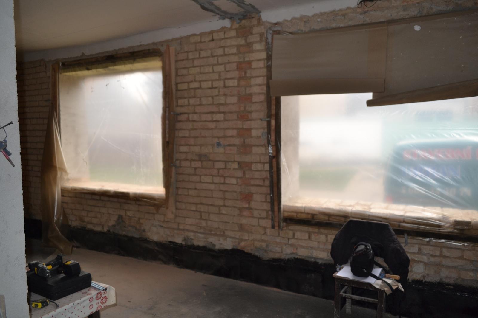Domeček rekonstruujeme pro rodiče - obývák zatím bez oken