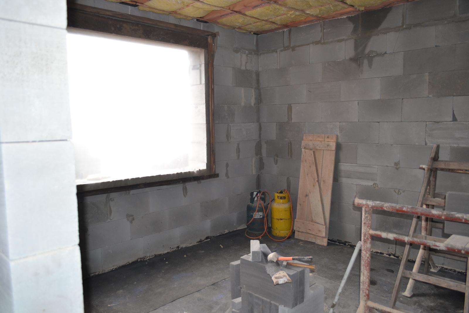 Domeček rekonstruujeme pro rodiče - ložnice se šatnou