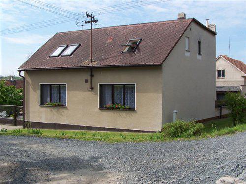 Naše bydlení - Domeček před výměnou oken a novou fasádou