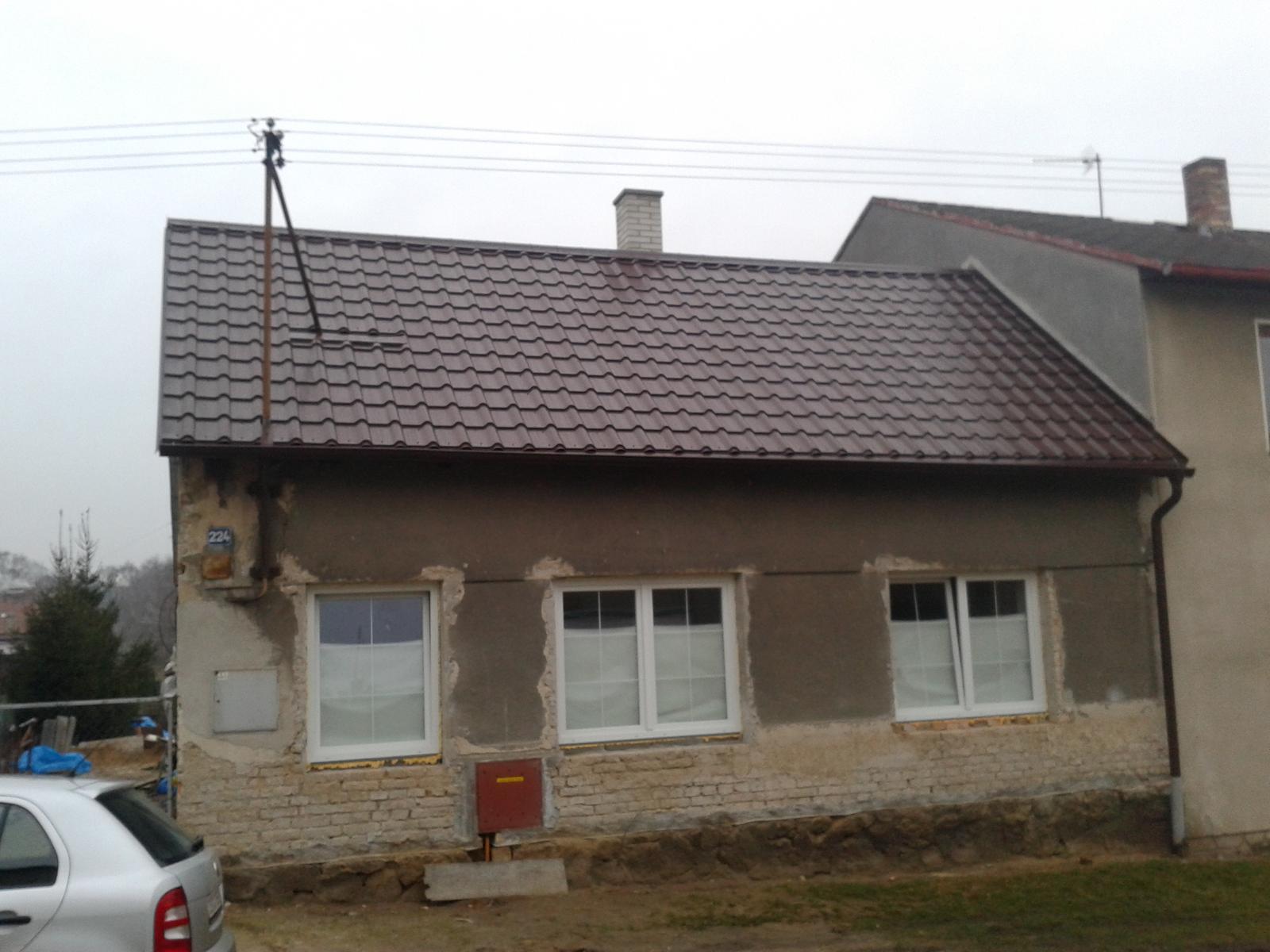 Domeček rekonstruujeme pro rodiče - a k Vanocum byla strecha