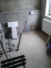 podlaha v koupelně a vyzděné wc