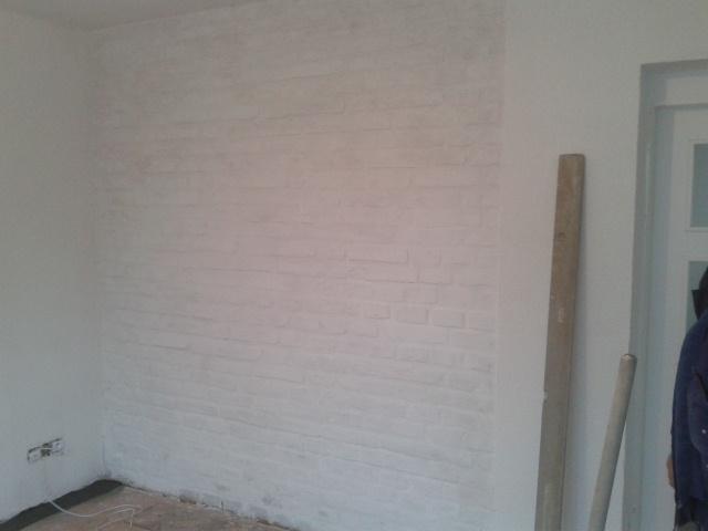 Rekostrukce našeho bydlení - zeď v jídelní části už začíná být vidět...