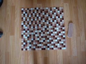 sklenena mozaika do kuchyne za varnou desku