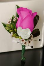 Předloha vonicky pro ženicha, růže měla být malá s velkou frézií