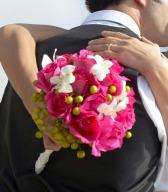 Předloha mé kytice, barva růží měla být shodná s dodanou saténovou stuhou