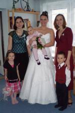 Radi, Jani (nevěsta) s Adélkou, Dani, Jitunka a Vítek