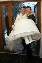 Přenášení nevěsty přes práh