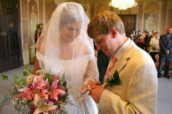 nejdřív ženich nevěstě