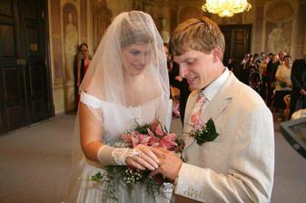 pak nevěsta ženichovi