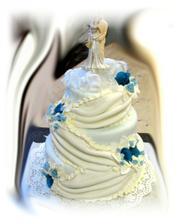 takúto tortu chcem....samozrejme kvety budú do zlata až brondzova