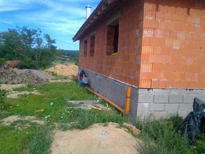 Vytvorenie odkvapovo-kanalizačného systému (dažď.voda bude odtekať do nádrže)