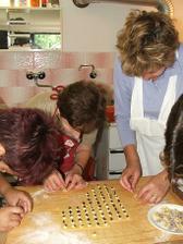 Výroba svatebních koláčků...