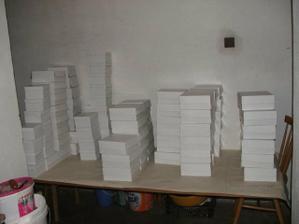 Složené připravené krabičky...