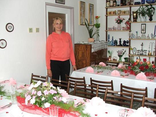 Kamarádka Maruška nám takhle krásně připravila stoly...