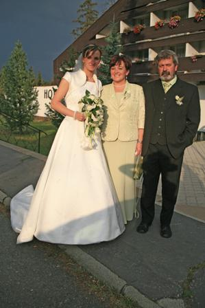 Mirka{{_AND_}}Jožko - nevestiÄŤka s ockom a mamkou