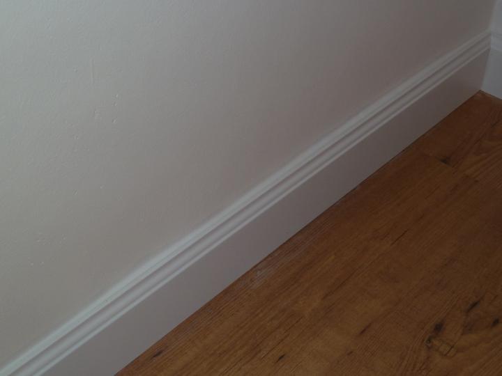 Naša práca -podlahy - laminátove, drevené. - detail - vysoká anglická lišta