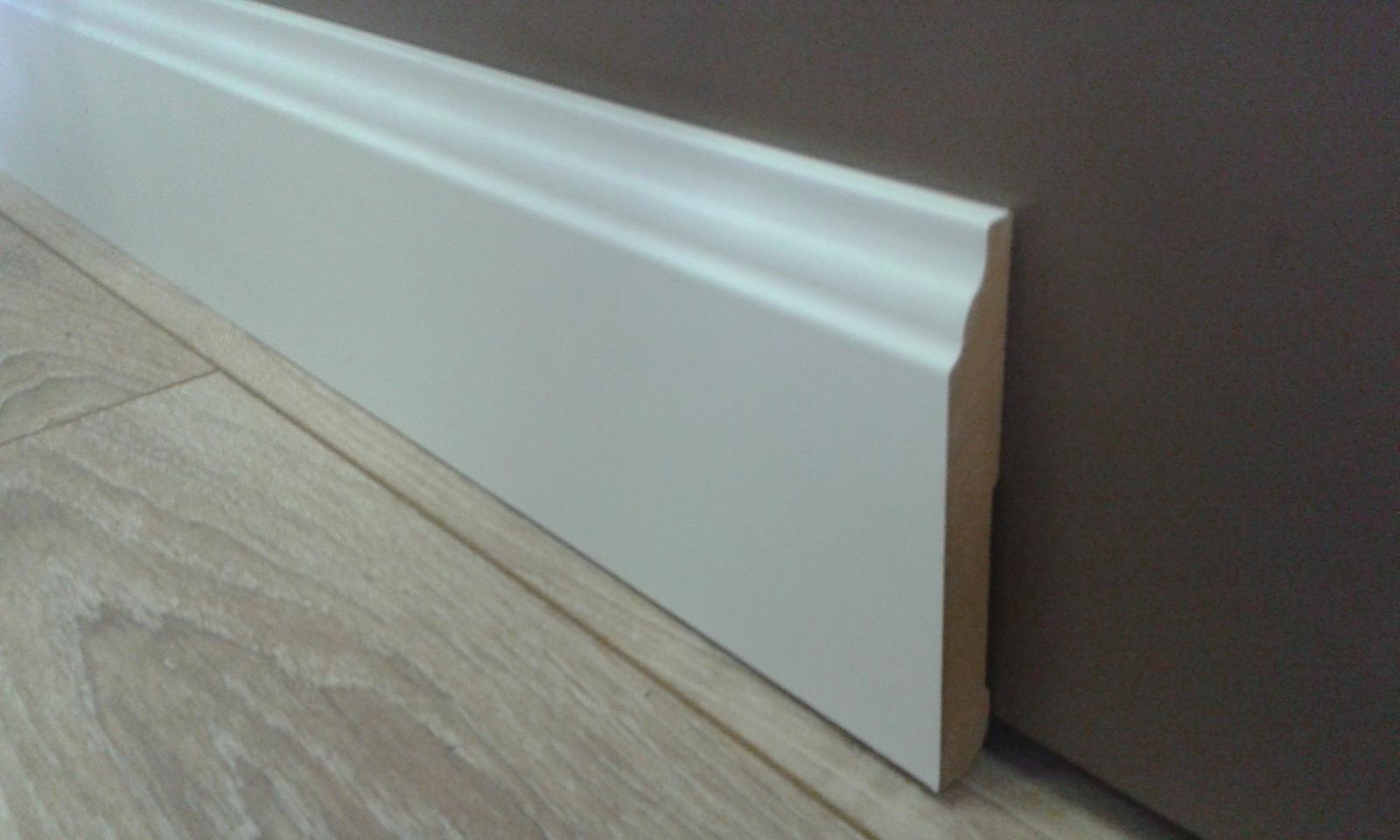Vysoké biele lišty - vysoká anglická lišta - dĺžka 2,4m , výška 11cm , šírka 1,4cm. Materiál MDF potiahnutý fóliou.