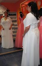Šaty 3 - se šálem přes ramena