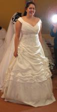Šaty 4 - moc bohatá sukně, ale vršek se mi líbil