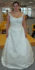 Šaty 10 - Kleinod - Ty by se mi líbily - bohužel mají dlouhou vlečku, což nechci.