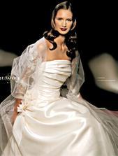 úžasné šaty, užasná náhrada za závoj, jednoduché - krásne