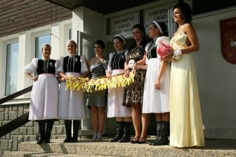 dievčatá zo ZPOZu v Štrbe, podoba s folkloristkami čisto náhodná