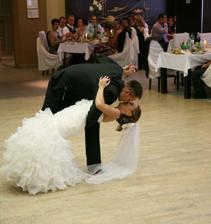 novomanželský tanec, ako inak, na melódiu z filmu Krstný otec