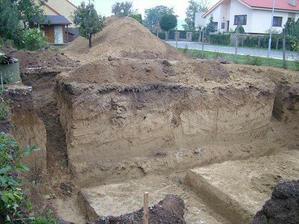 konečne vykopane základy