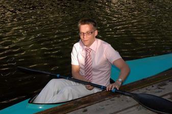 Milacek vsem ukazal jak se jezdi na vode :o)