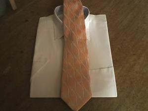 Přemkova šampaň košile s meruňkovou kravatou
