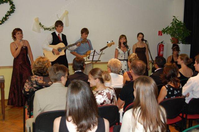 Mirka Kastlová{{_AND_}}Tomáš Fides - Nasa dorastacka chvaliaca skupinka...krasne nam zaspievali