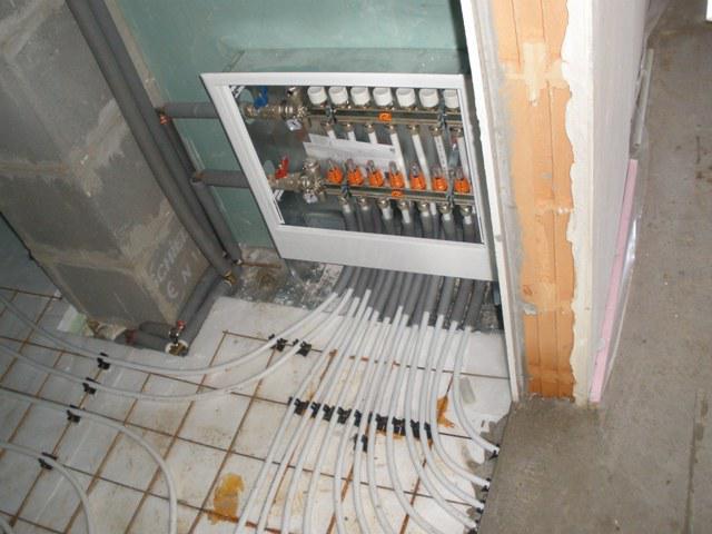 Podlahové kúrenie natiahnuté a robíme potery