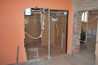 A zaciname buuurat :) Zmena dveri do kupelne a kuchyne