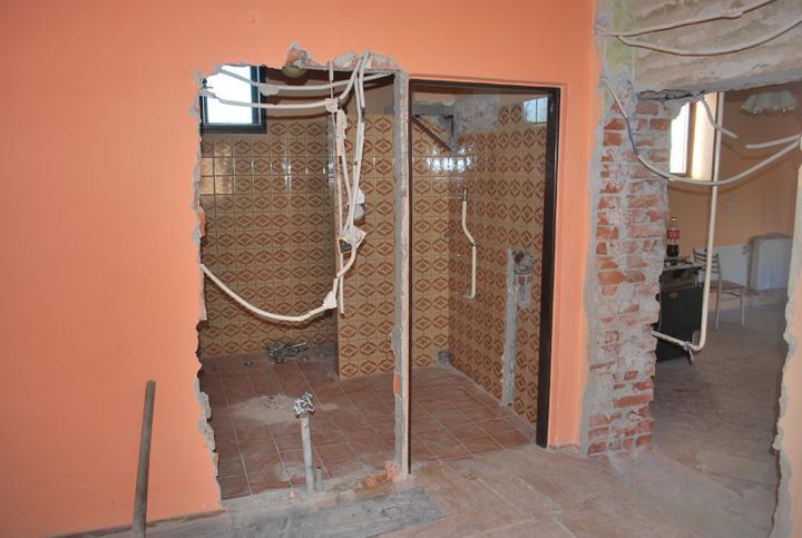 """Naša radosť a """"starosť"""" :) - A zaciname buuurat :) Zmena dveri do kupelne a kuchyne"""