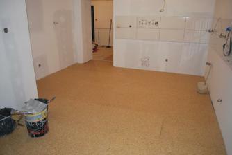 zvyšenie 10 cm rozdielu podlahy suchou cestou.