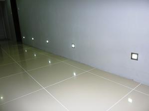 Detail na svetlá v stene