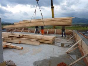 Zaprataný strop drevom