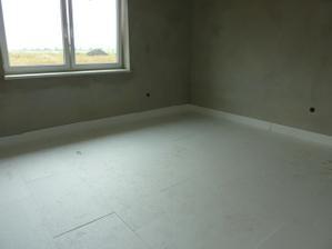 V detskej izbe už položený polystyrén pod podlahové kúrenie