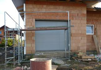 Garážová brána namontovaná