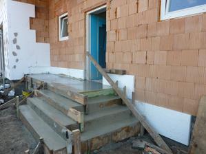 A už zaliate schodisko pred domom