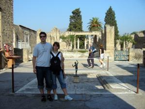 V Pompejích