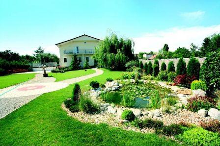 11.07.09 - Nase pripravy - zahrada za salou, tu budeme mat aj fotenie