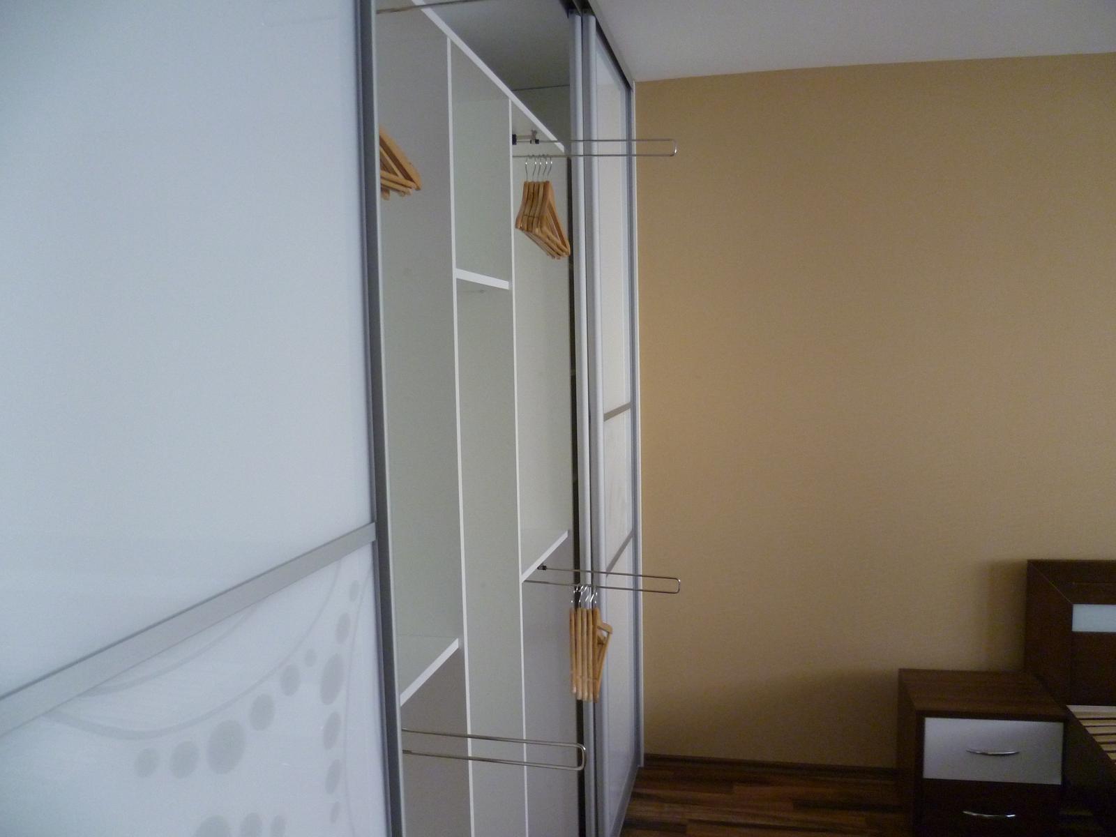 Vstavane skrine Hilkovič do spálne - Obrázok č. 13
