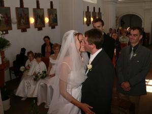 první manželský polibek byl móóóc sladký