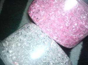 kupila som si male sklenene kamienky ...budem zdobit sviecky...:)