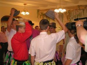 treťou podmienkou bol klasický klobúkový tanec, bola to zábava ... :-)