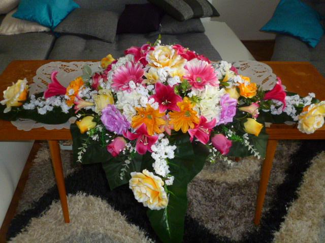 Oranzovo Cyklamenovaa svadbicka....=) čo už mame....=) - Ikebana na hl. stol...