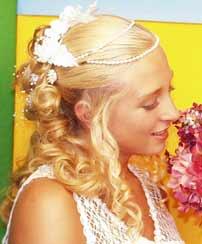 Svadobné účesy - pohľad na čiastočne vypnuté zboku