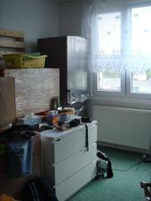 ať žije spaní v jednom pokoji skoro s veškerým nábytkem - ale VŮBEC mi to nechybí :-D